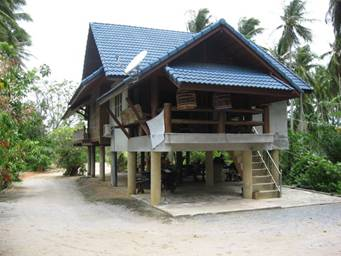 Living middle class thai style in the country stickman for Thai classic house