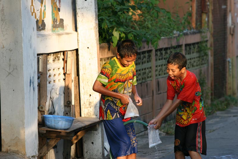 Two kids throwing water bombs around the neighbourhood, months before Songkran. Gotta get into practice I guess.