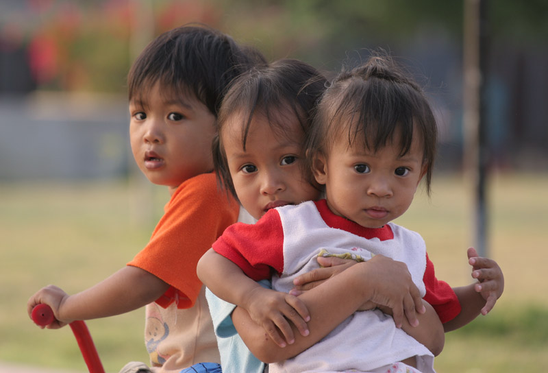 These cute kids were wondering about the farang wandering around a Thai neighbourhood in the suburbs of Korat city.