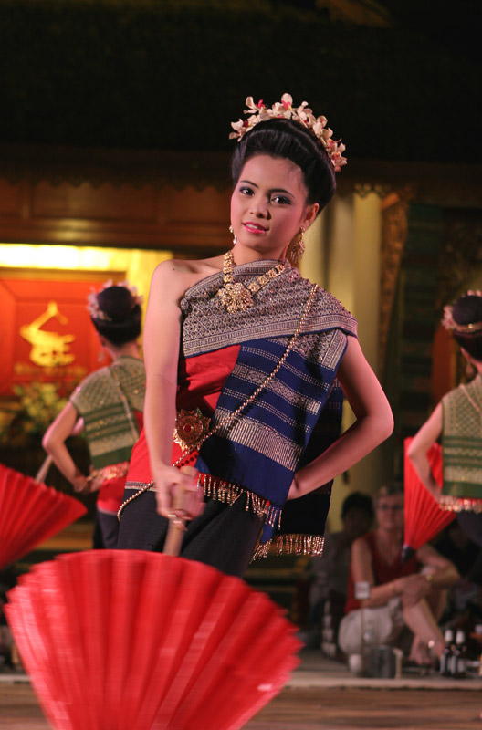A stunningly attractive Chiang Mai native.