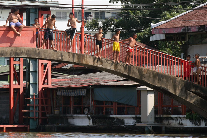 Thai boys get ready to dive into the Chao Praya River. They're beave!