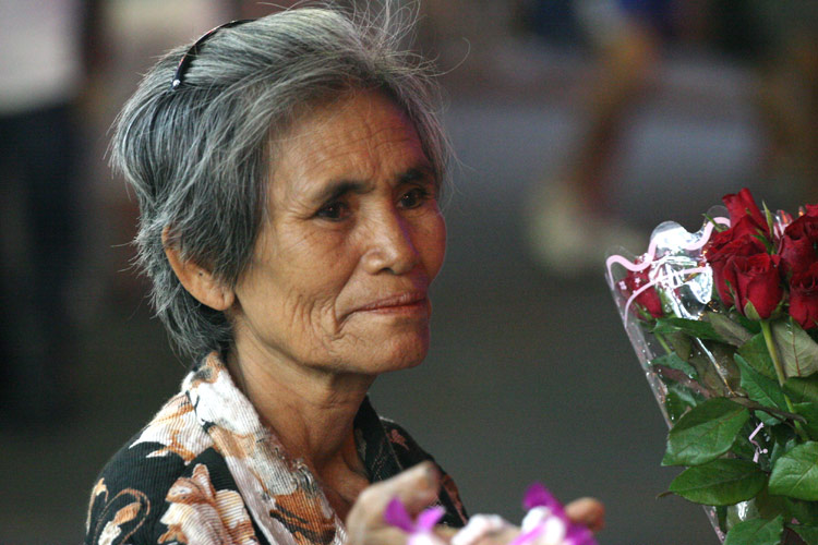 An old woman sells roses to the romantically inclined on Walking Street. Poor old dear really should not be working at her age, but despite her age, she maintained a smile most of the time.