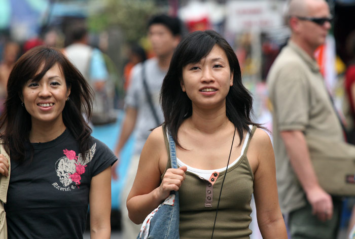 I would guess that these two pretty ladies on Khao Sarn Road are actually Japanese. They really do not like Thai.