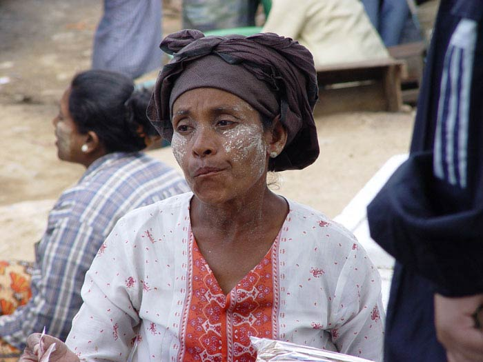 A Burmese woman working at a market in Tak province.