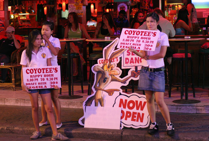 Fierce competition and a large number of bars means that the girls standing outside the Walking Street gogos in Pattaya are often the prettiest girls from the bar.