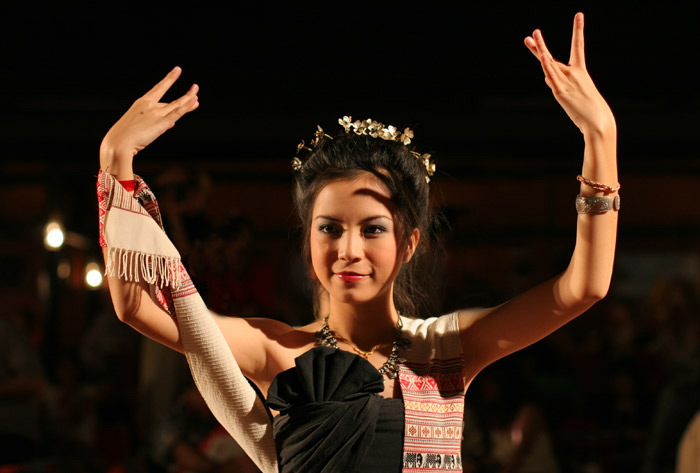 A traditional Thai dancer in Chiang Mai. This woman is, to my eyes, absolutely gorgeous.