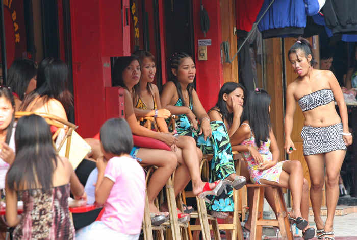 blowjob bars in pattaya Imagine in the high street the