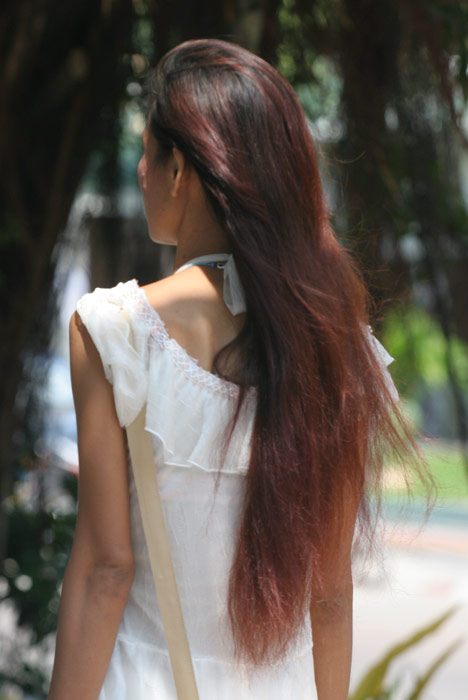 Gorgeous hair, which to my mind is most Thai women's most lovely feature. I always think it is such a shame when they go and gut it short or colour it. It doesn't need it!