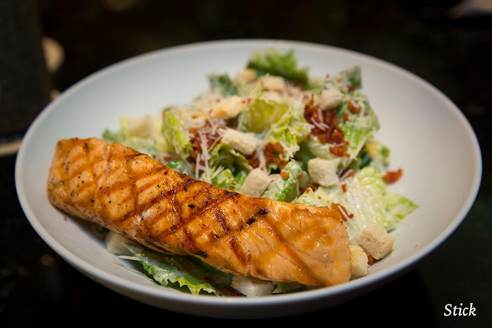 bullys-bangkok-salmon-caeser-salad