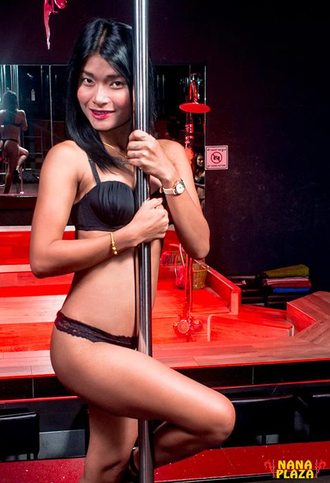 www.stickmanbangkok.com/app/uploads/2017/06/Rose3.jpg
