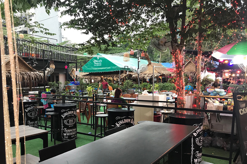 soi11-temp-open-air-restaurant