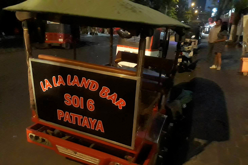 pattaya-bar-cambodia-tuktuk