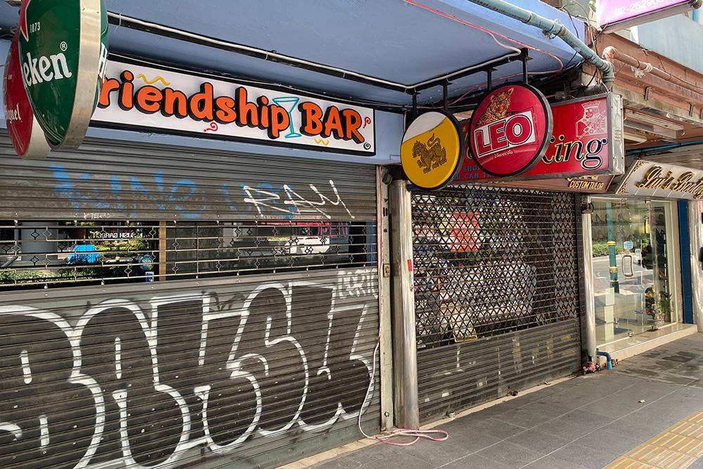 friendship-bar-sukhimvit-road