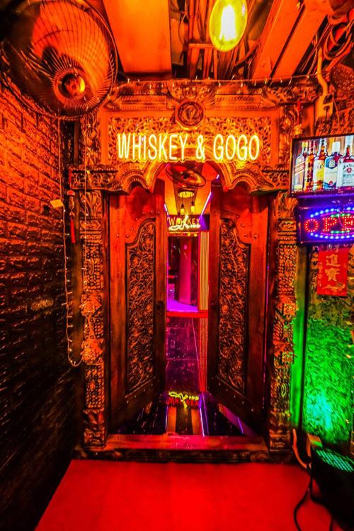 whiskey-a-gogo-nana-plaza